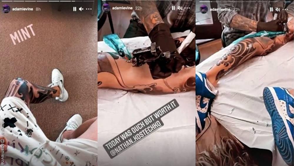 Foto del proceso del tatuaje que hizo Adam Levine en su pierna