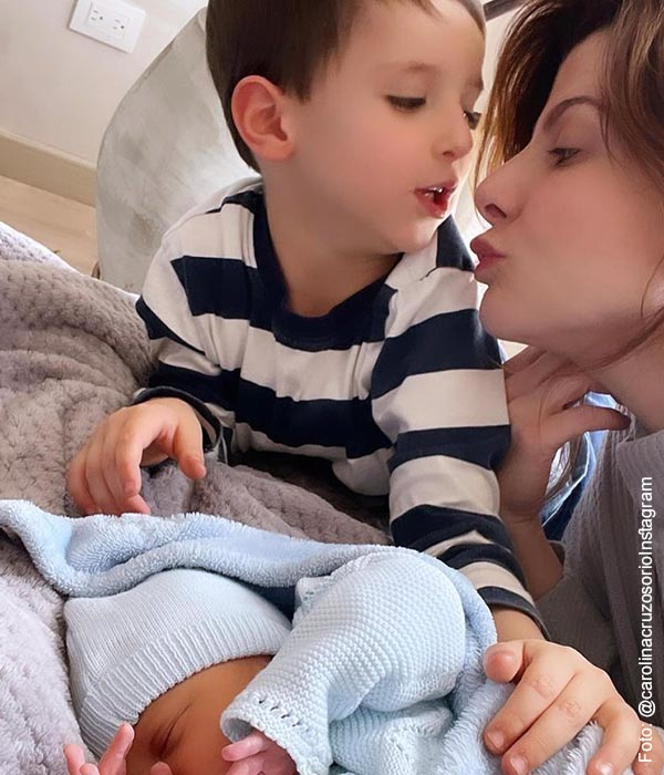 Carolina Cruz compartió tierna foto con sus hijos y explicó lo que significa el amor materno