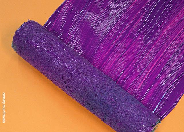 Foto de una pintura aplicada con un rodillo