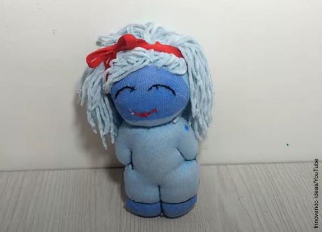 Foto de una media hecha muñeca