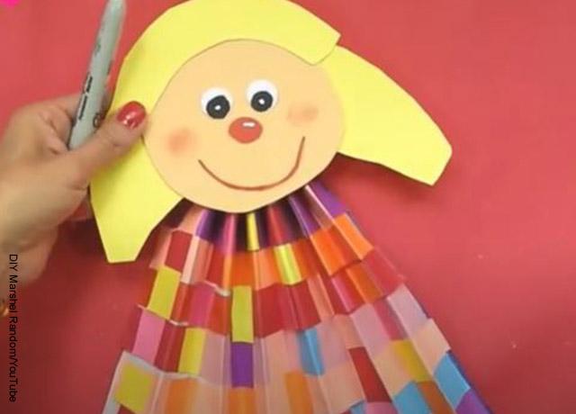 Foto de la cara de una marioneta de papel