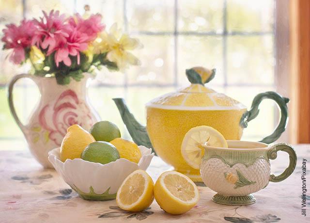 Foto de tazas de té con limón