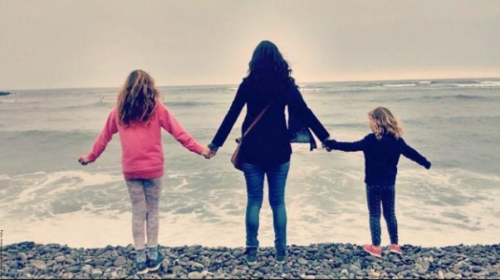 Foto de Ana María Orozco con sus hijas