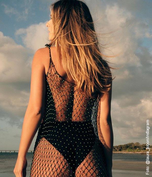 Laura Tobón lució un vestido de baño que dejó mudos a sus fans