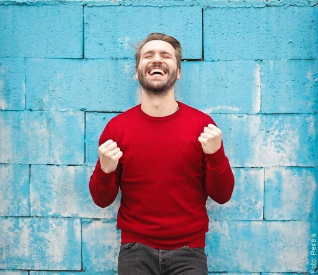 foto de hombre atractiva sonriendo