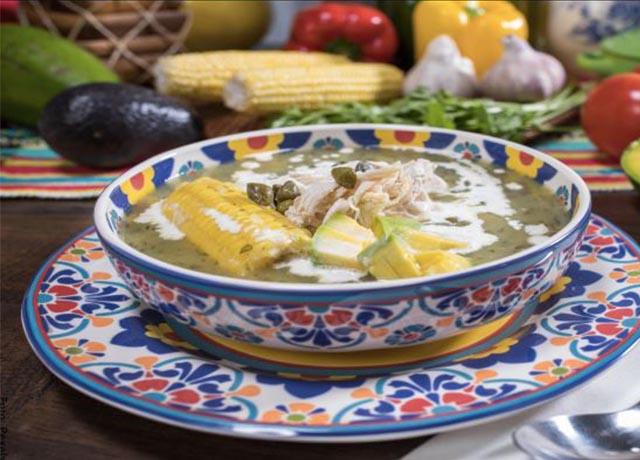 Foto de un ajiaco que revelas las recetas colombianas