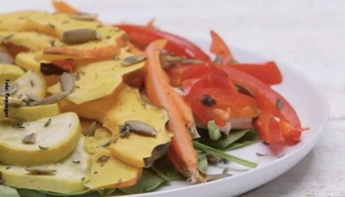 Foto de ensalada caliente para ilustrar recetas con calabacin