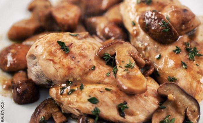 Foto de receta de pollo con champiñones
