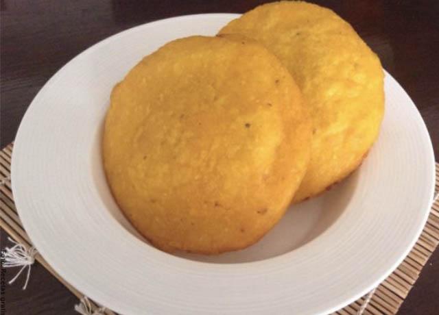 Foto de arepas fritas que muestran las recetas de huevos