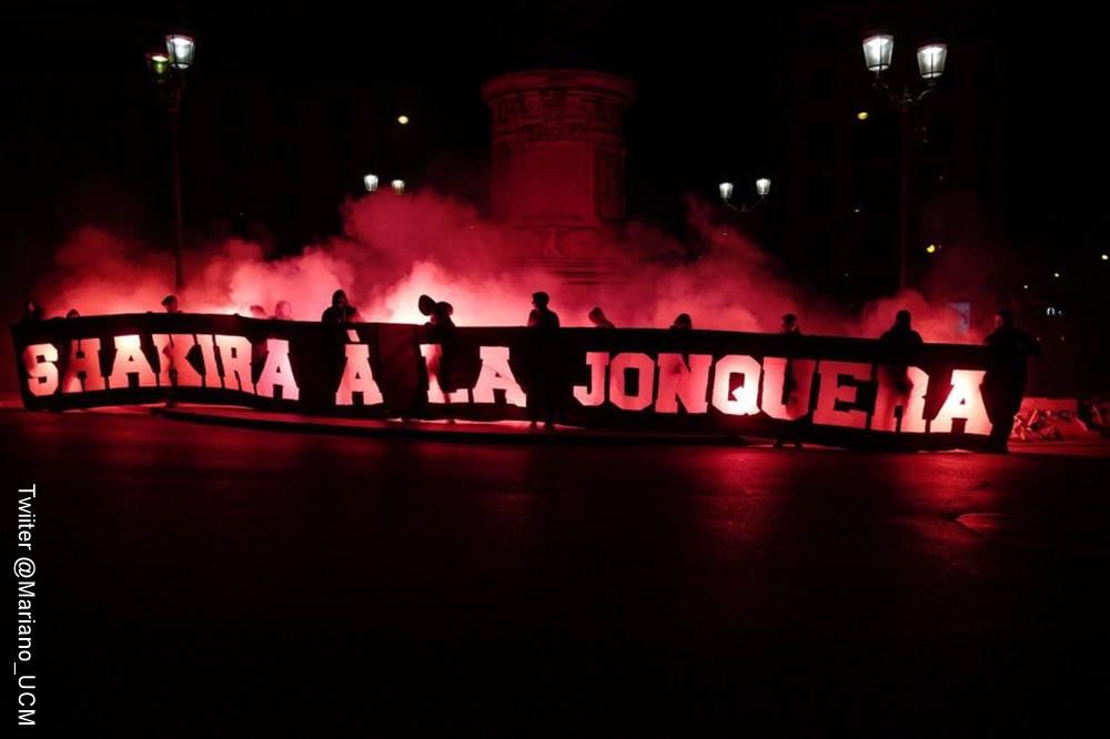 Foto de la pancarta con la que ofenden a Shakira hinchas del PSG francés