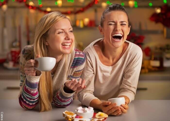 Foto de amigas riéndose