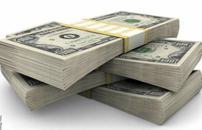Foto de fajos de billetes
