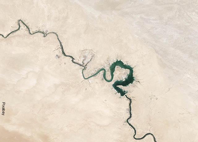 Foto de cauce de un río vacío