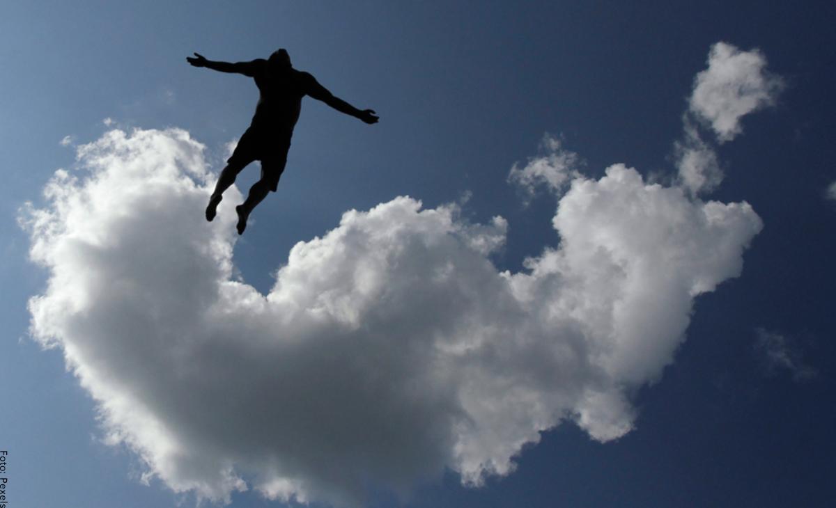 Soñar con volar: ¿estás en las nubes?