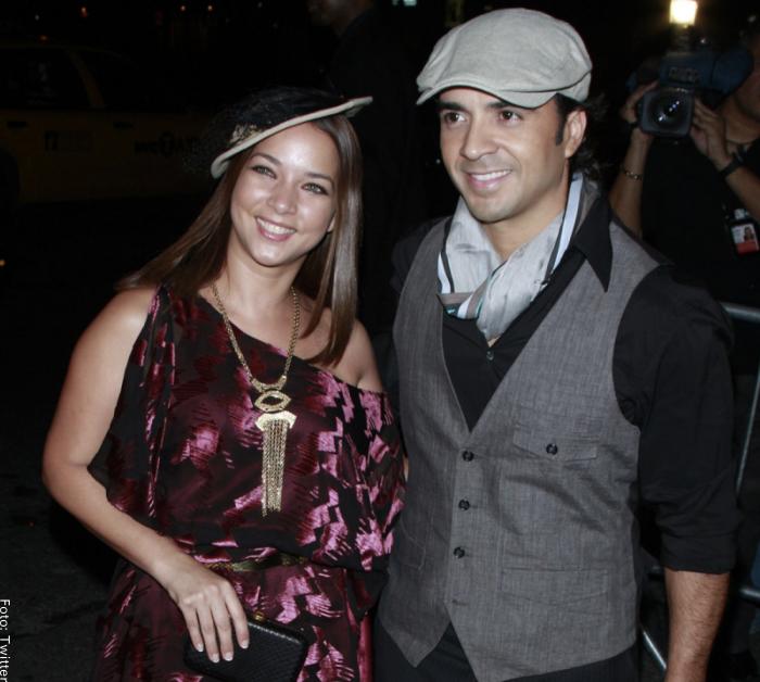 Foto de la presentadora y el cantante