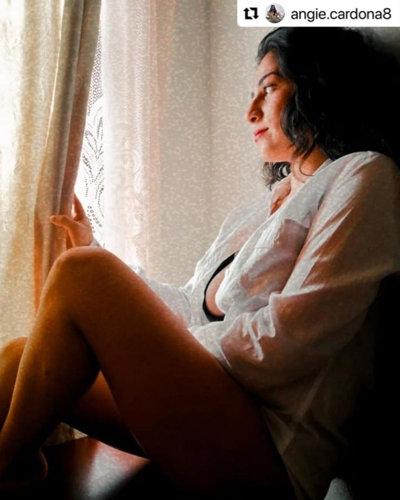 Angie Cardona, hija de Marbelle, en provocativa foto mostrando ropa interior.