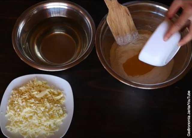 Foto de una mezcla de masa que revela las arepas y su receta