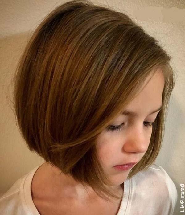 Foto de una niña mostrando su melena