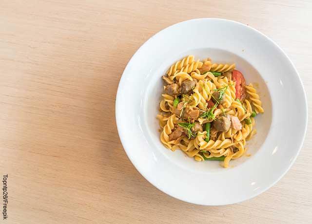 Foto de un plato de ensalada de pasta