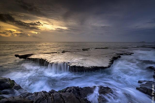 foto de mareas altas en el mar