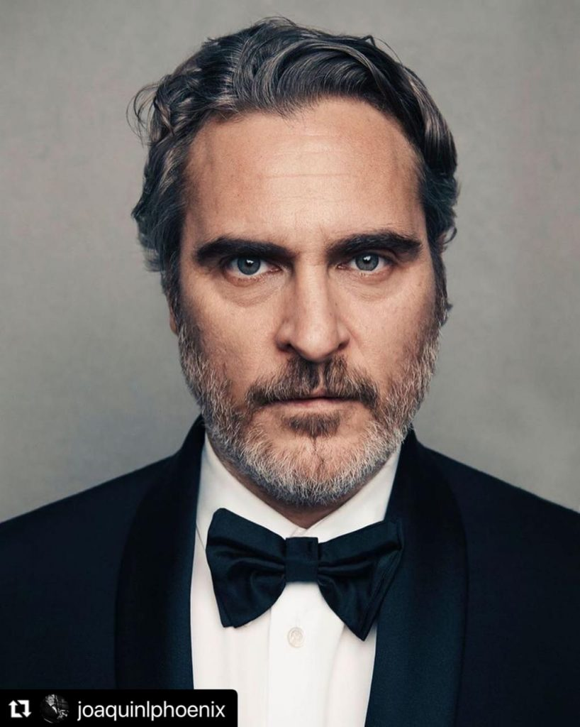 Joaquin Phoenix en primer plano duraante los Oscar.