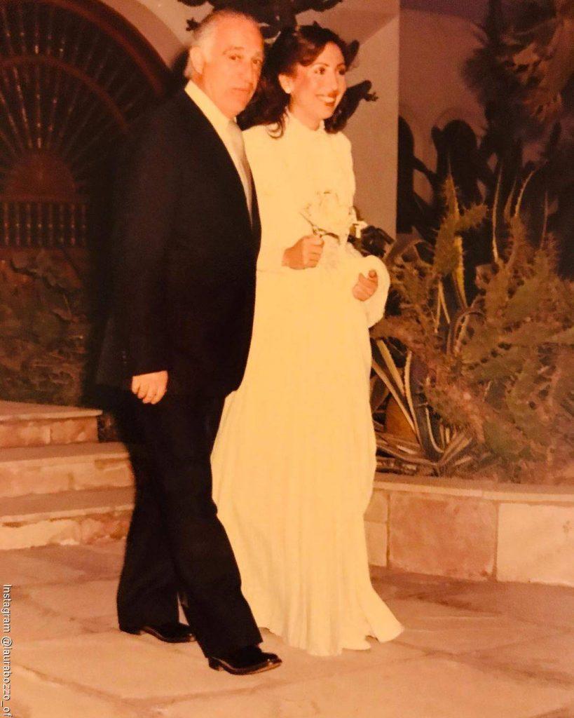 Foto de Laura Bozzo el día de su matrimonio acompañada de su papá