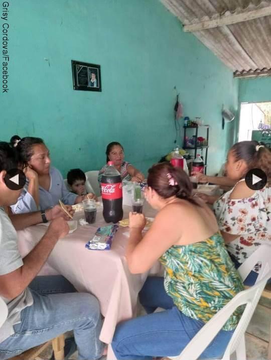 Foto de Grisy Cordova reunida con su familia celebrando que se divorció