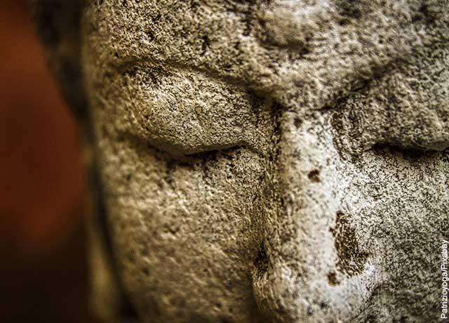 Foto de una escultura budista que ilustra qué significan los sueños