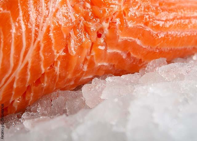 Foto de un trozo de pescado fresco