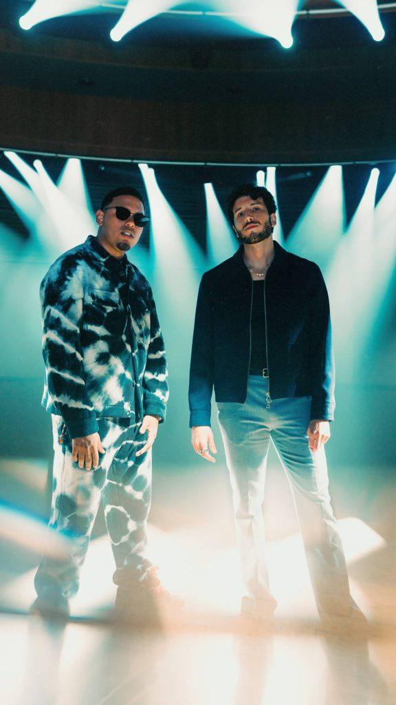 Foto de Sebastián Yatra y Myke Towers en el escenario