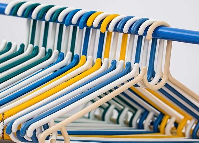Fotos de gancho de ropa vacíos