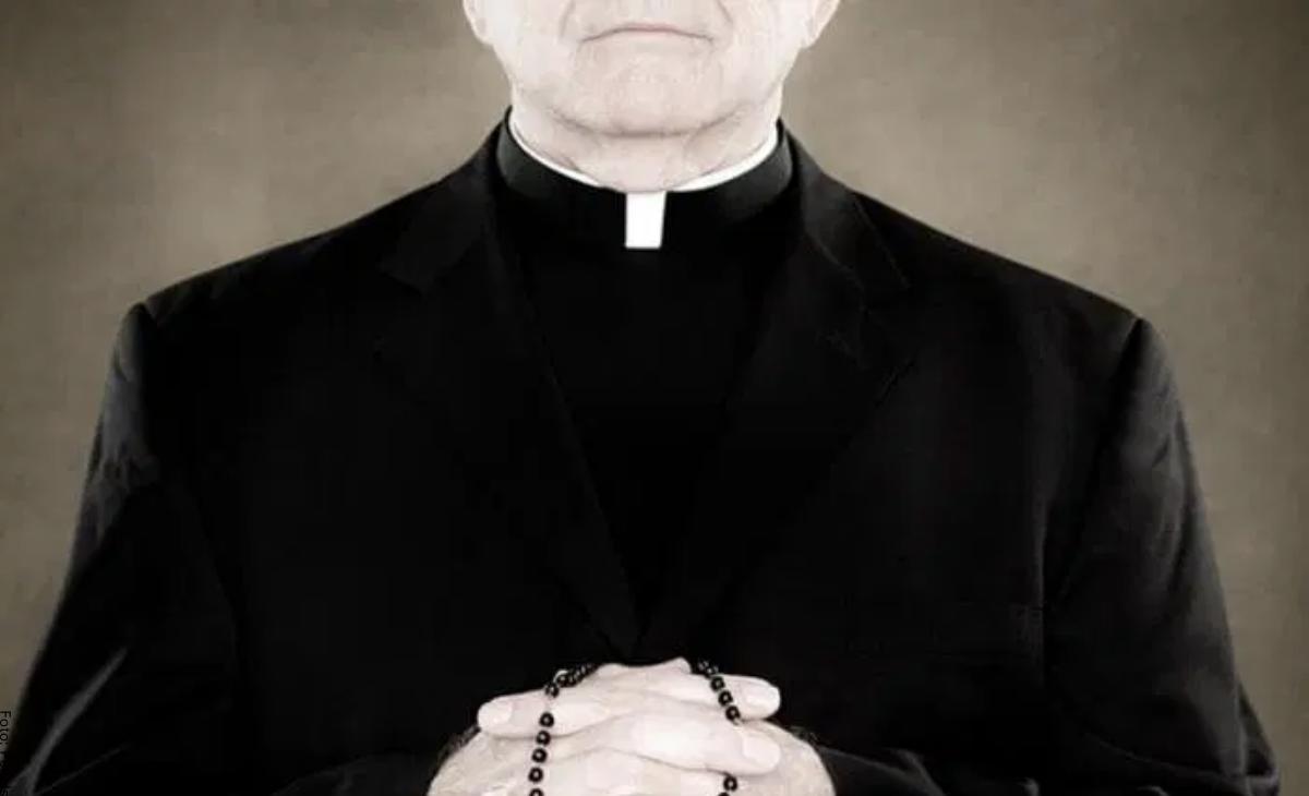 Soñar con sacerdote, ¡vienen problemas en camino!
