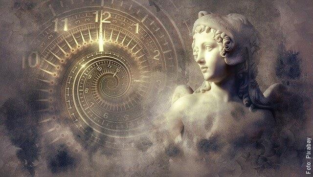 imagen de ángel y un reloj