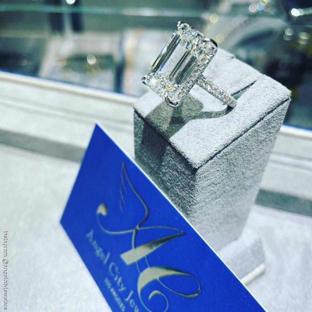 Foto del anillo que le regaló Christian Nodal a Belinda