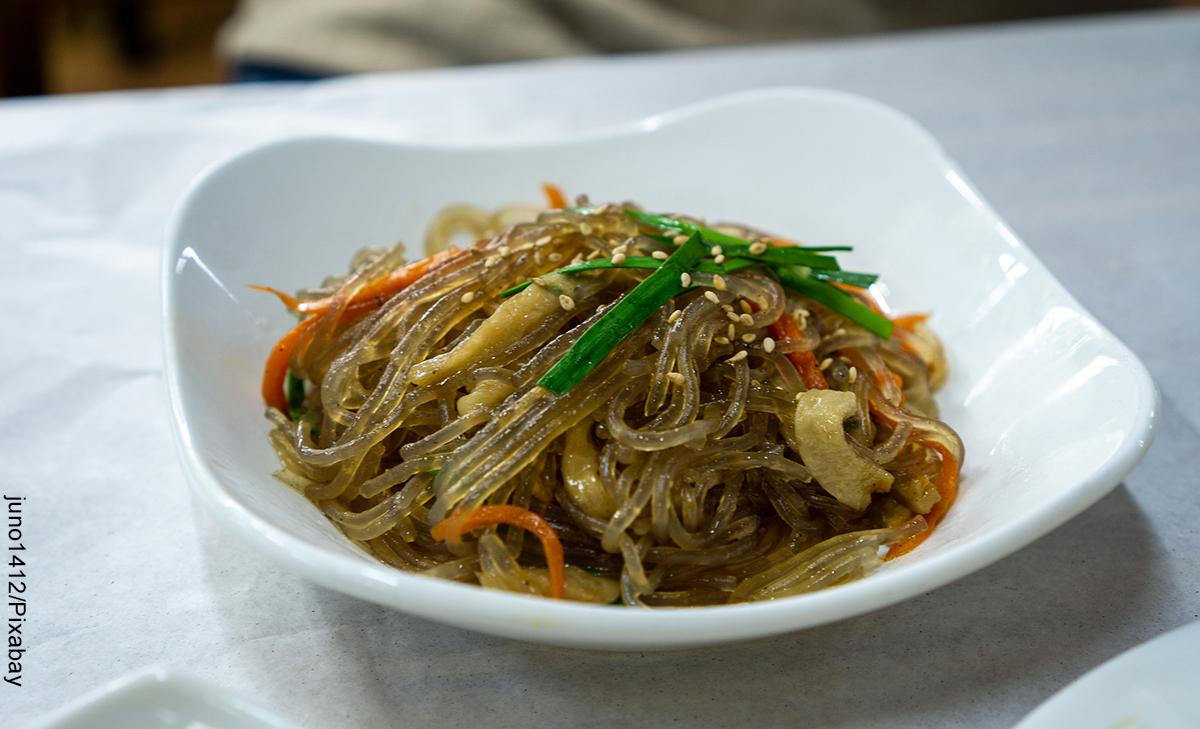 Foto de un plato de chop suey con su receta