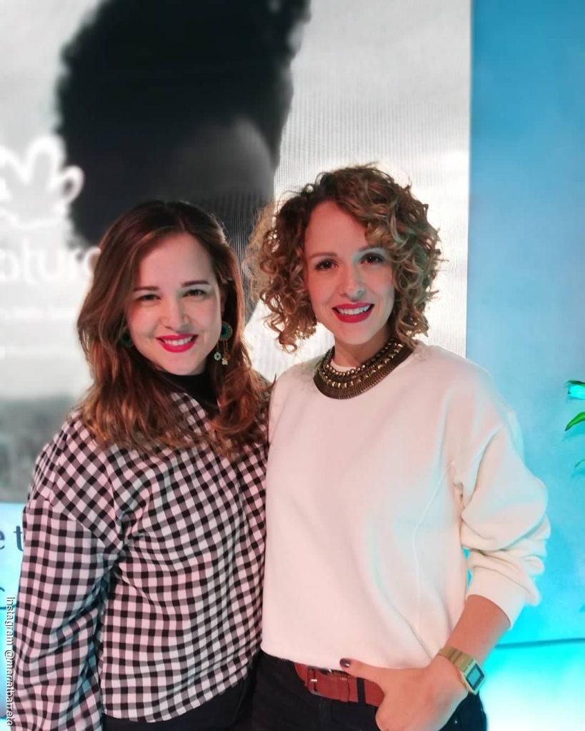 Foto de Paula Barreto y María T Barreto durante un evento