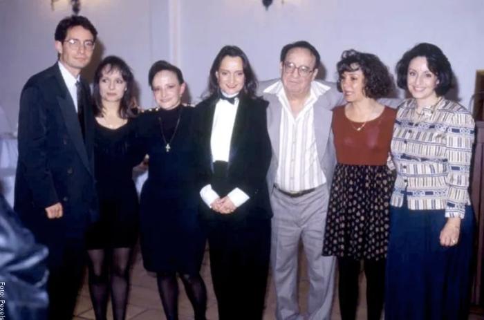 Foto de los seis hijos de Chespirito