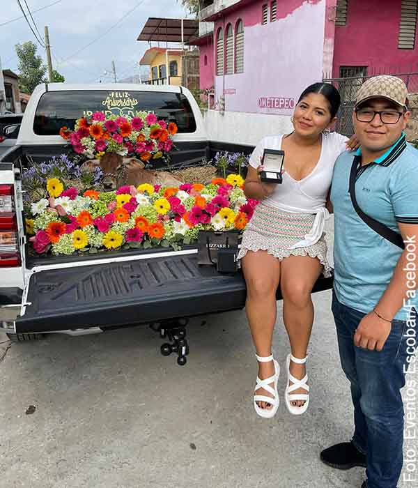 Hombre le regaló un becerro a su novia en el primer aniversario
