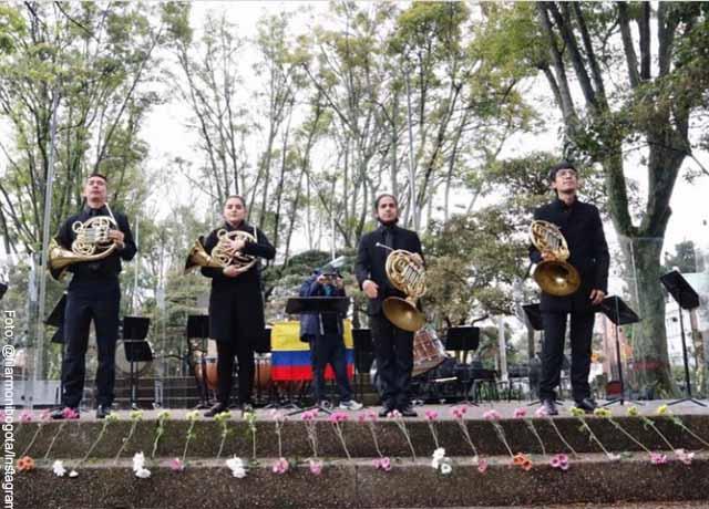 Orquesta Filarmónica de Bogotá se manifiesta en la calle con música
