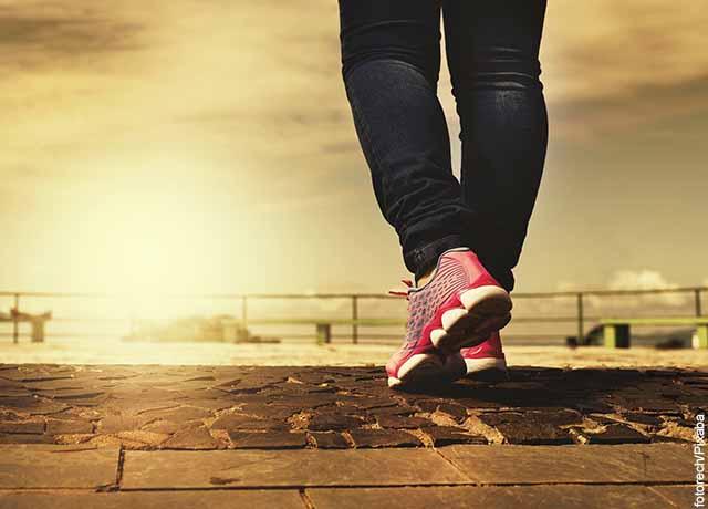 Foto de una mujer moviendo sus piernas