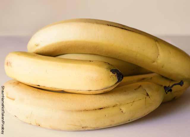 Foto de un racimo de bananos que muestra para qué sirve el potasio