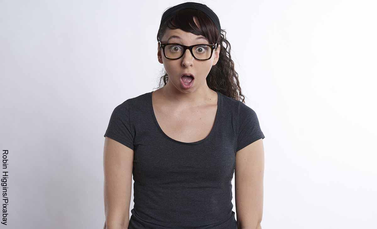 Foto de una mujer con cara de sorpresa que revela para qué sirve el potasio
