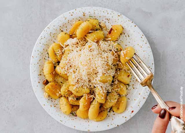 Foto de un plato de pasta con queso