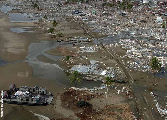 Foto de una ciudad devastada por un tsunami