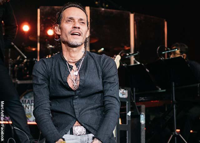 Foto del cantante Marc Anthony en un concierto