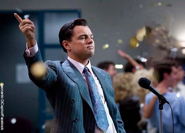Foto del actor Leonardo DiCaprio con vestido de paño