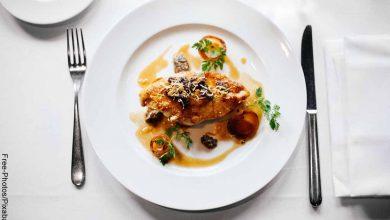 Foto de un plato de carne con vegetals que muestra las recetas de cocina cortas