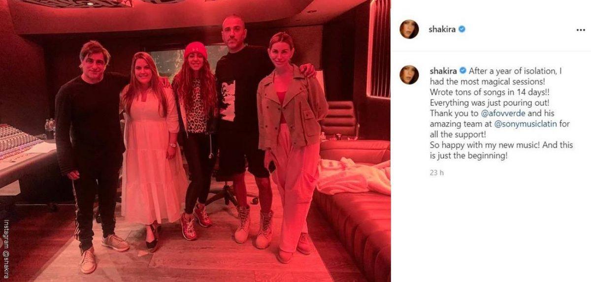 Screenshot de la publicación de Shakira con el equipo de Sony Music