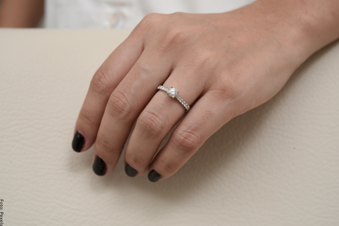 Foto de anillo de compromiso