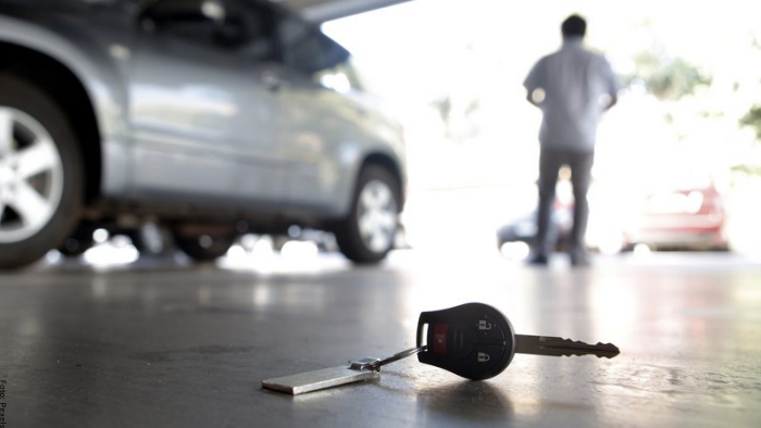 Foto de hombre que perdió las llaves